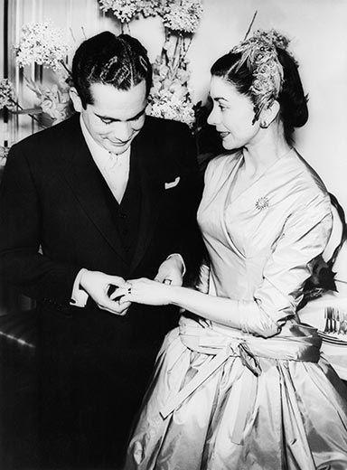 La inglesa Margot Fonteyn, considerada una de las mejores bailarinas de ballet del mundo se casó con el panameño Tito Arias en 1955. Es bien sabido que este se casó por l fama y fortuna de Fonteyn a quién dejó arruinada al final de sus días.